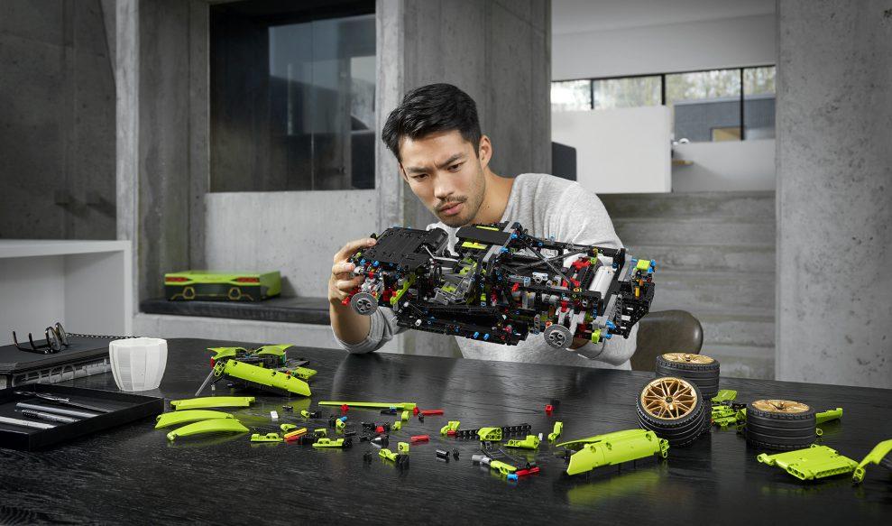 42115_Technic_2HY20_build_03