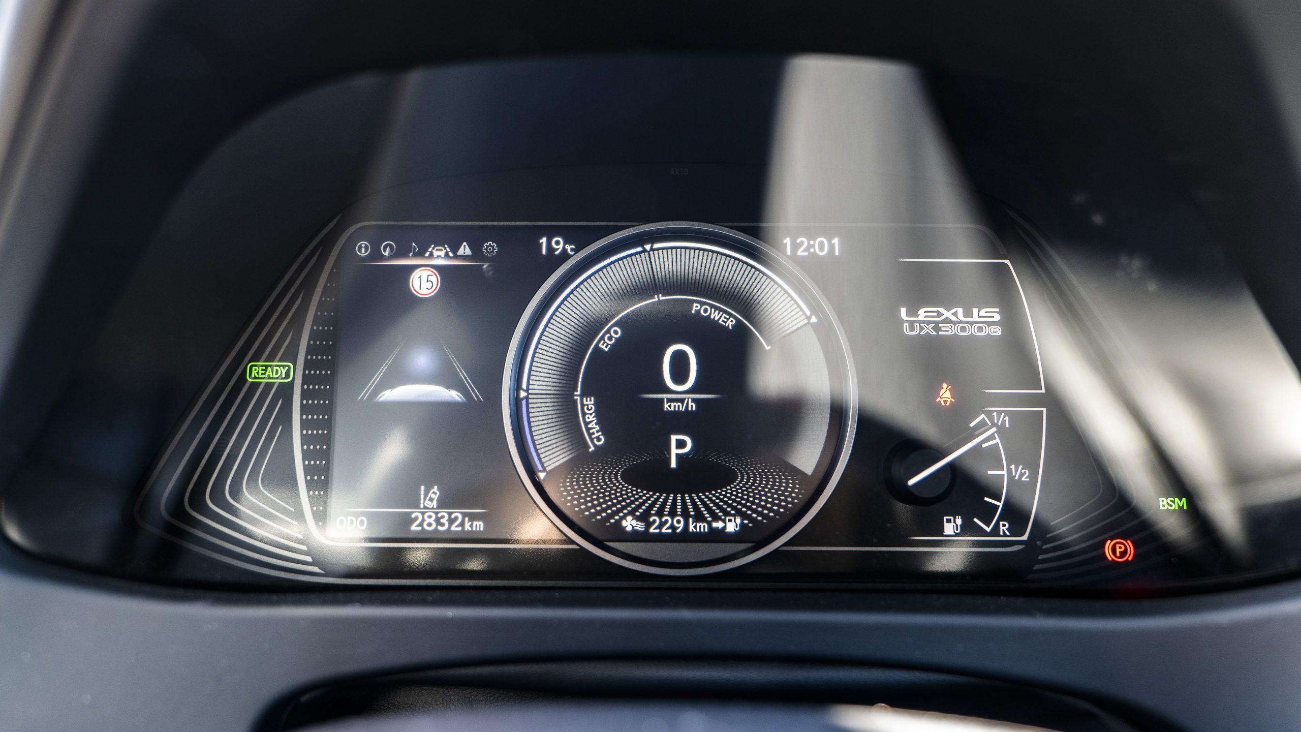Lexus UX 300e instrumentpanel