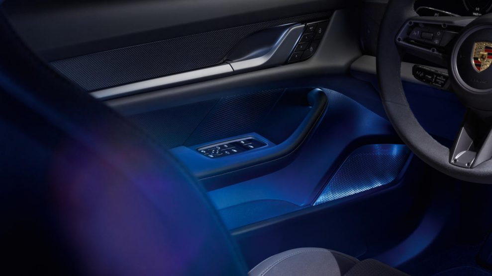 porsche zoom2 989x556 - Porsche Taycan med Burmester Sound System