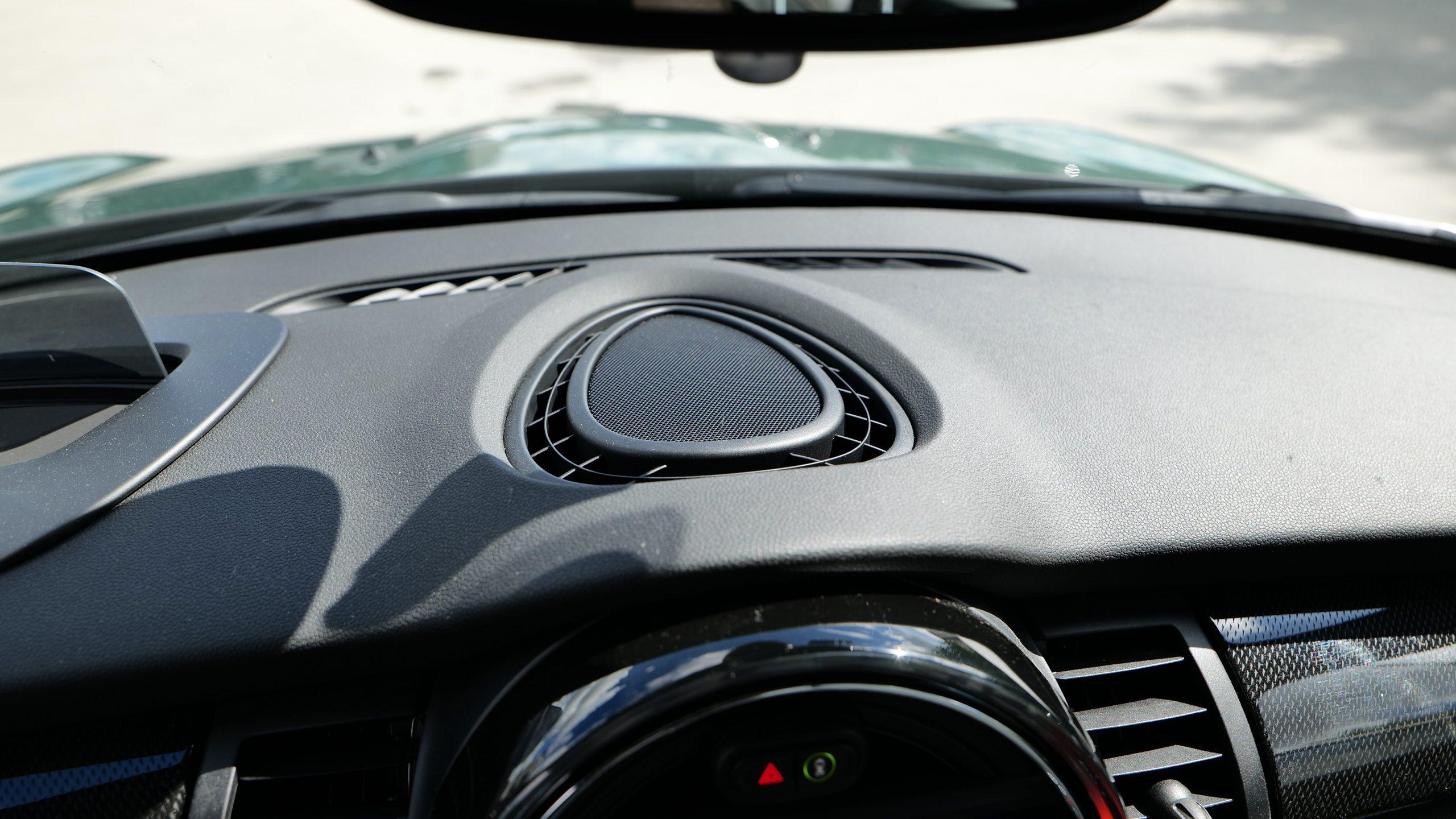 Mini Cooper SE center speaker