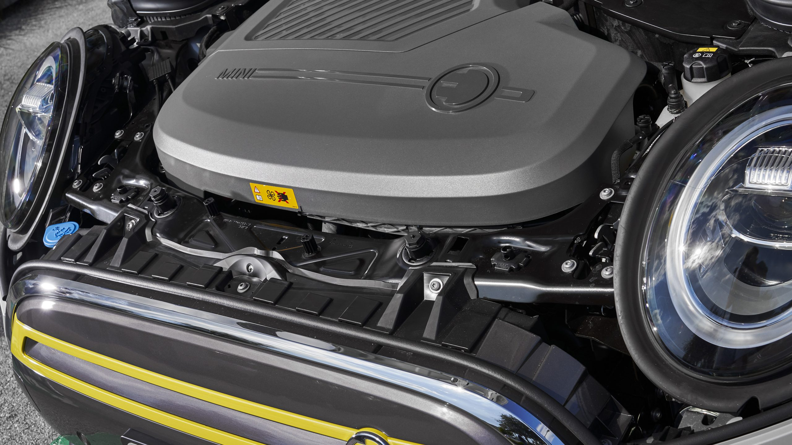 Mini Cooper SE engine hood