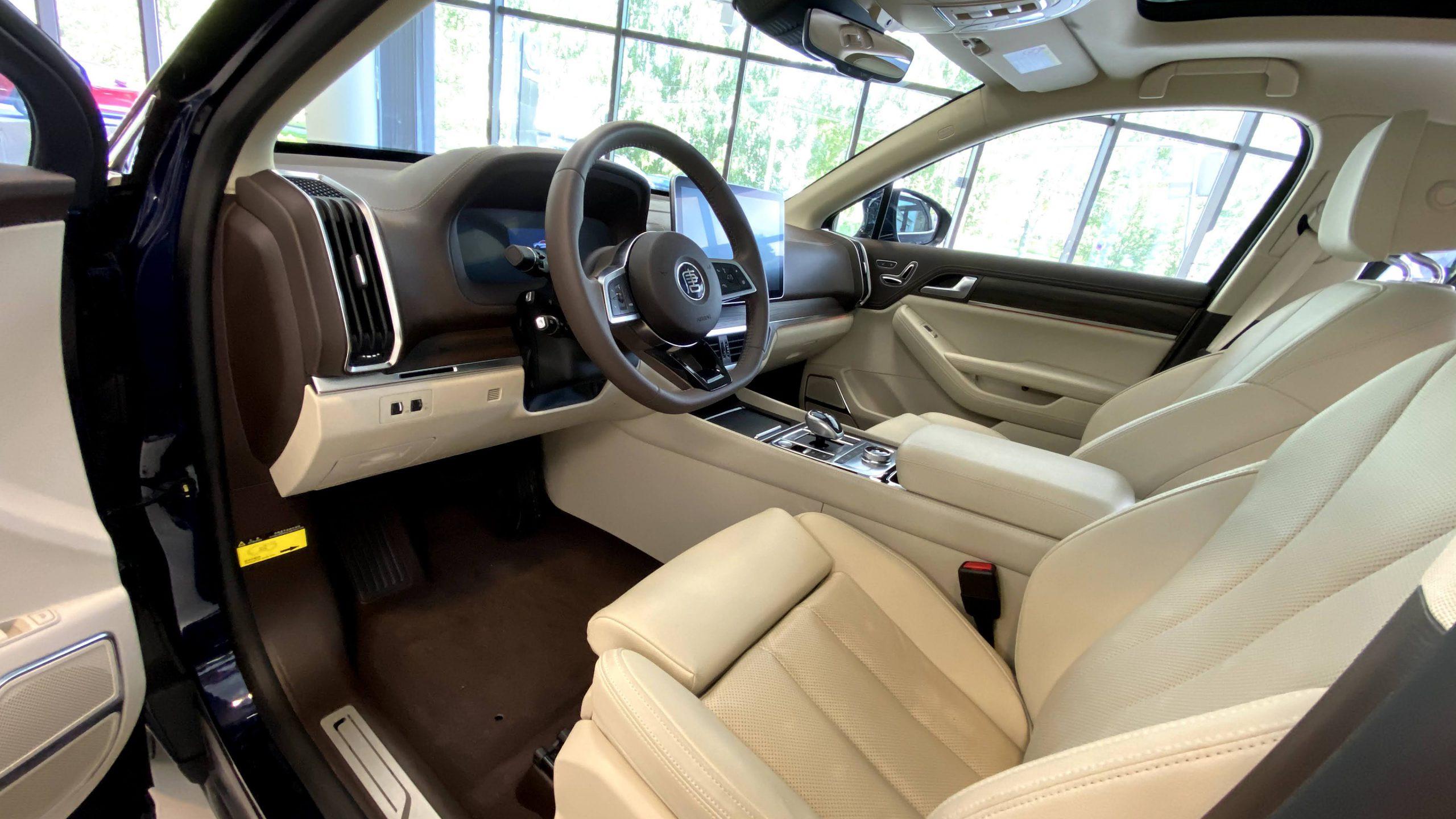 BYD Tang interior1