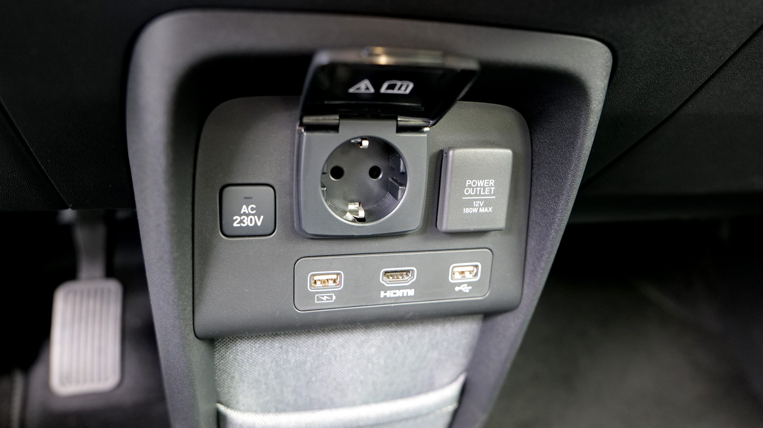 Honda e HDMI & 230V