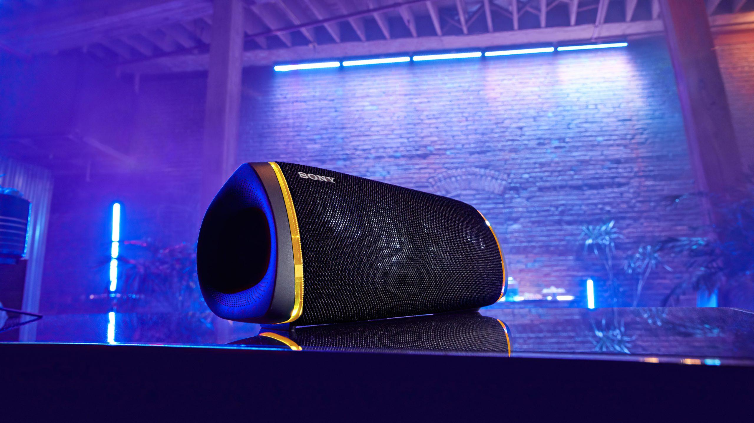SRS-XB43 er stor, og følger opp med kraftig og god lyd. Foto: Sony