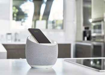 Hi-Fi Smart Speaker + Wireless Charger; White; Soundform Elite; Devialet ; SAP109; White counter; kitchen