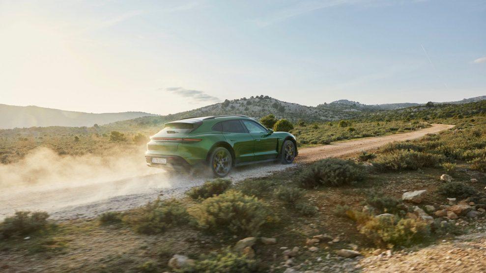 Porsche Taycan Cross Turismo offroad
