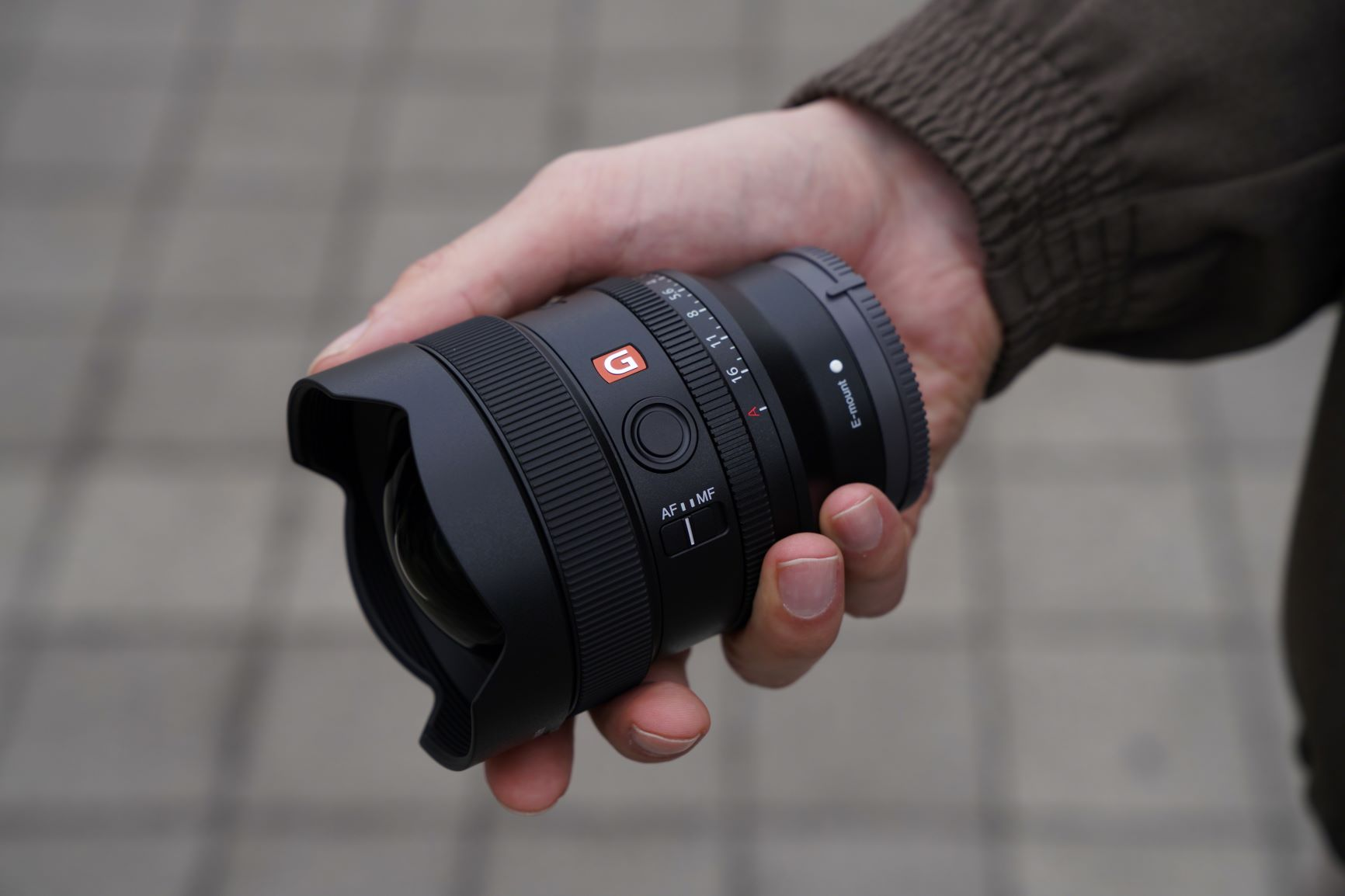 Sony FE 14mm F1.8 GM hand