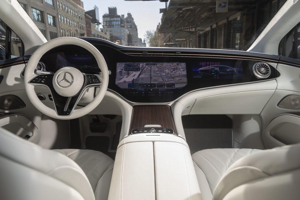 Mercedes-Benz_EQS_Manhattan_49