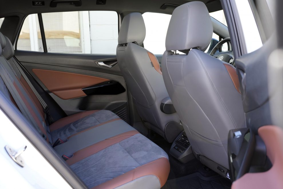 VW ID4 hvit bakseter