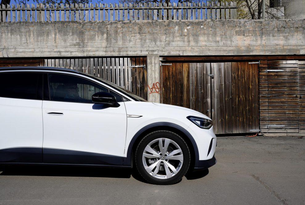 VW ID4 hvit h side