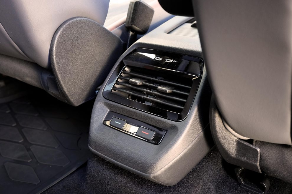 VW ID4 hvit konsoll bak