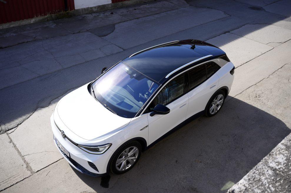 VW ID4 hvit panoramatak
