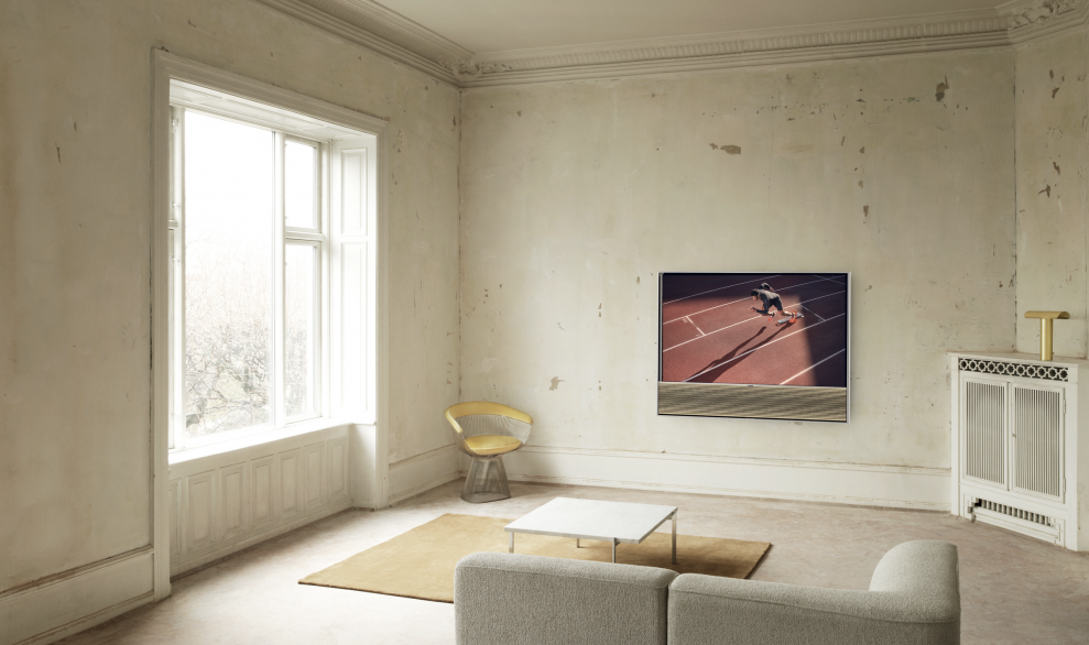 Beovision Contour 55 on wall