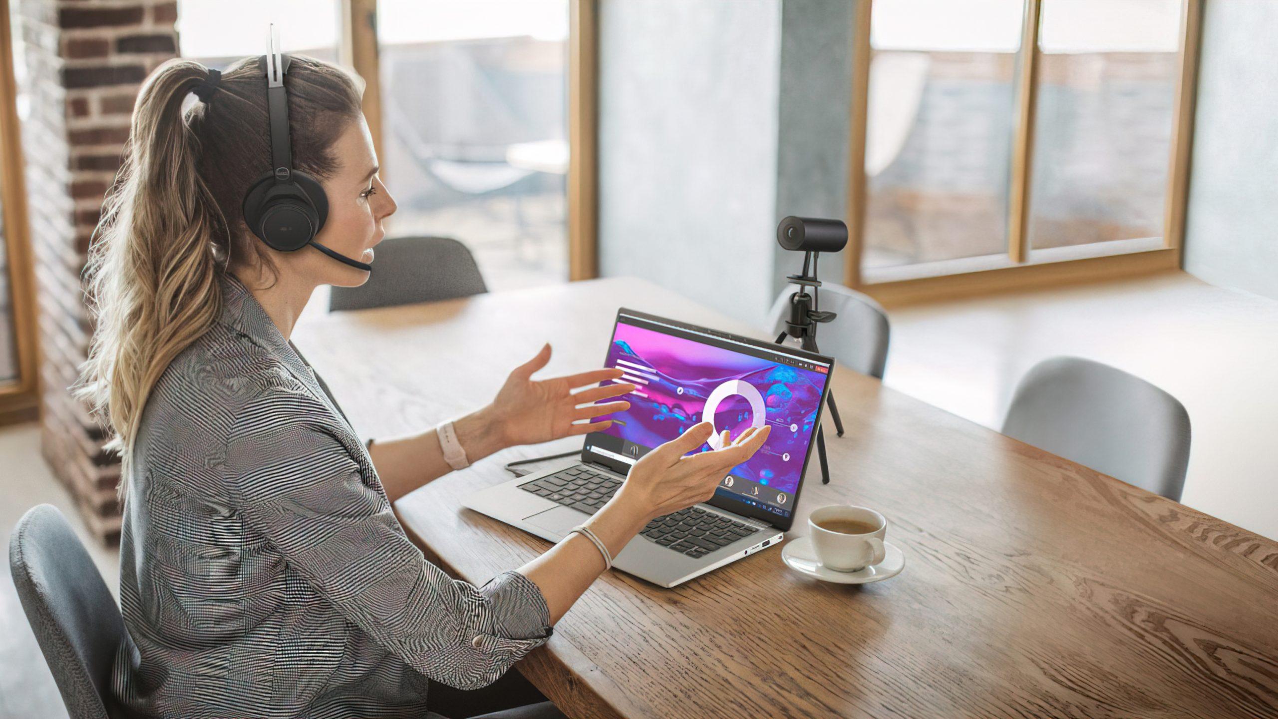 Dell UltraSharp Webcam lifestyle
