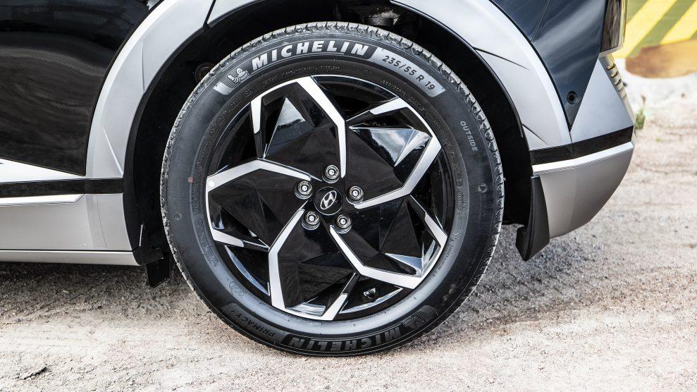 Hyundai IONIQ5 19-inch wheels