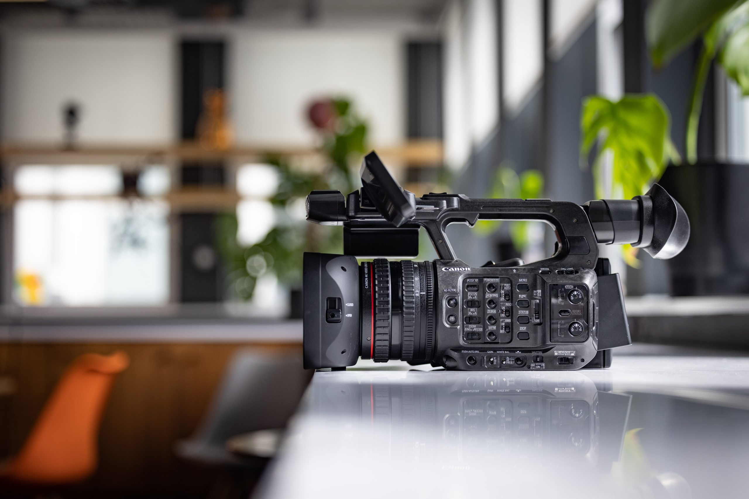 Canon XF605 side