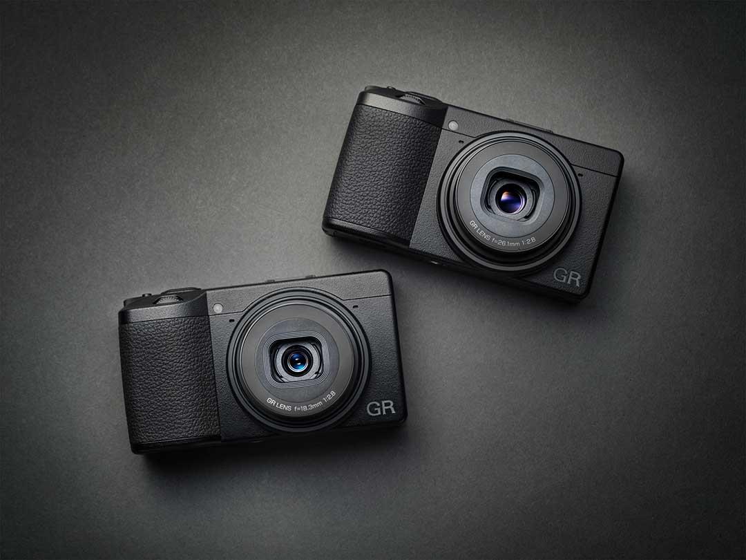 Ricoh GR III med 28 mm f2,8 och Rico GR IIIx med 40 mm f2,8. Foto: Ricoh