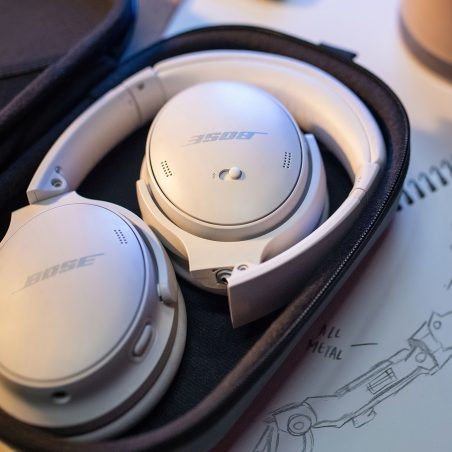 Bose QC45 white in case