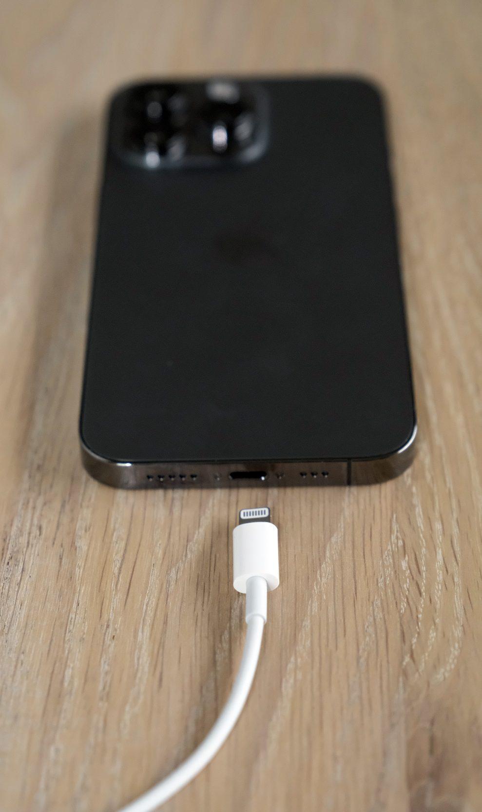 iPhone 13 Pro Lightning